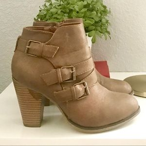 Brown heeled ankle boots size 7